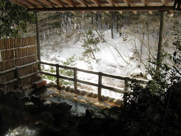 冬には雪見風呂になることも