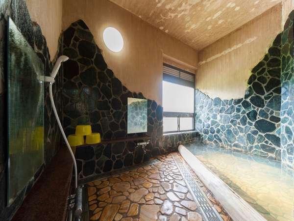 源泉掛け流しの浴場