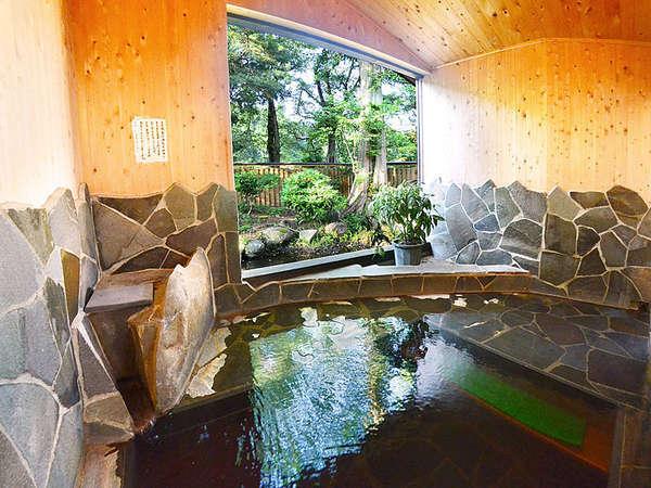 季節の風を感じながらゆったりとご入浴いただける露天風呂!