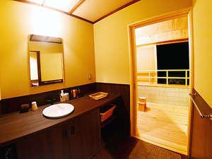 アメニティーの揃った特別室洗面所