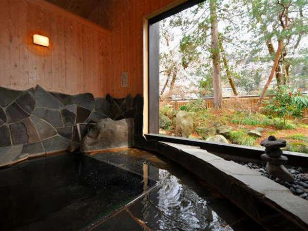 季節の風を感じながらゆったりとご入浴いただける露天風呂