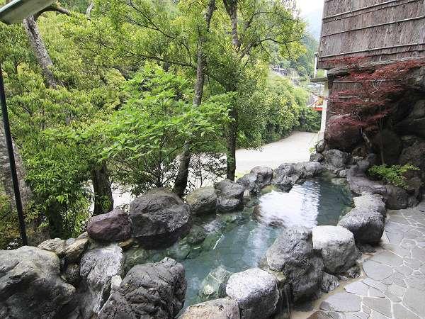【湯泉地温泉 十津川荘】5つの湯船を満たす「ほんまもんの湯」と「味」でお迎えしまっせ!