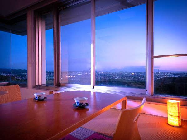 有明海の美しい風景を楽しむ『サンセットビュー』を、客室からお楽しみください