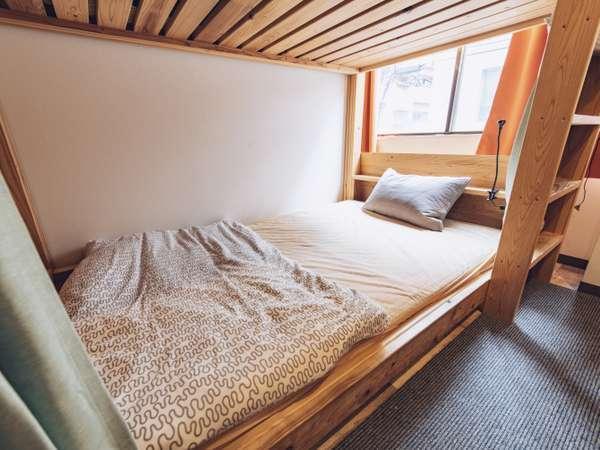 広々セミダブルサイズのベッドです★