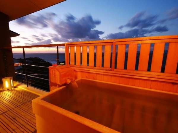 【暁の抄/和洋室】客室露天風呂(一例)抜群の眺望をお楽しみ頂けます。