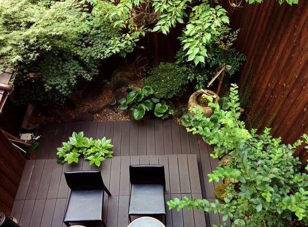 自慢の小さな日本庭園。梅の木は雅順のシンボル。お天気の日にはにはウッドデッキでお茶をどうぞ。