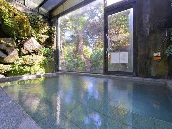 *大浴場/24時間ご入浴可能◎窓から差し込む光とともに気の休まるひと時を味わえます。