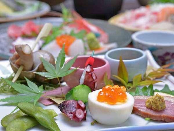 *お夕食一例/旬の素材にこだわった心尽くしの品々。割烹料理ならではの上質な味わいに舌鼓。