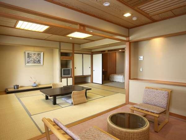 和洋特別室/数寄屋作りのぬくもりのあるお部屋です。日本海を一望できる客室風呂がお楽しみいただけます。