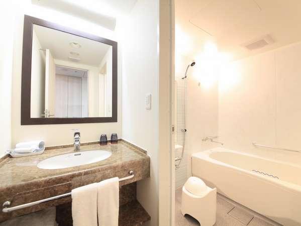 洗面・トイレ別の洗い場付バスルーム(デラックスツイン・プレミアルーム)