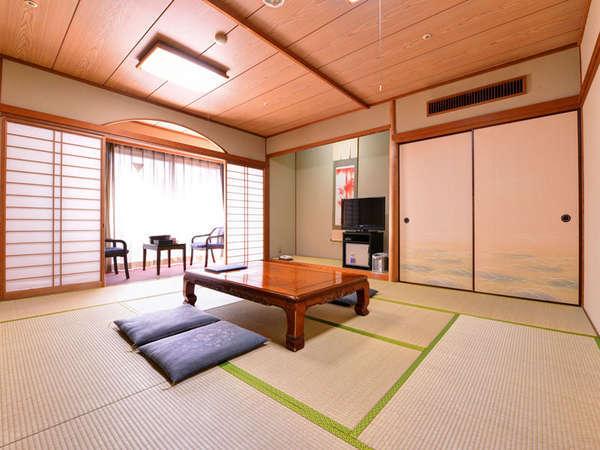 *和室10畳(客室一例)/心なごむ和のしつらえ。足を伸ばしてごゆっくりとお寛ぎ下さい。