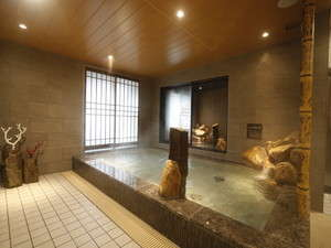 ◆男子大浴場内湯 アルカリ性単純温泉で関節痛、切り傷、肩こり、冷え性、くじきなどに効能があります。