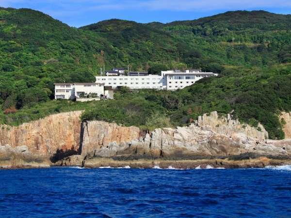 当ホテルは雄大な太平洋を望む高台にございます。