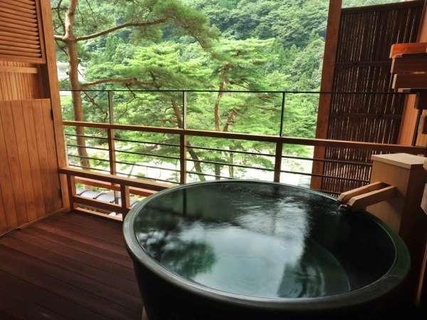 客室露天風呂で源泉の恵みを実感