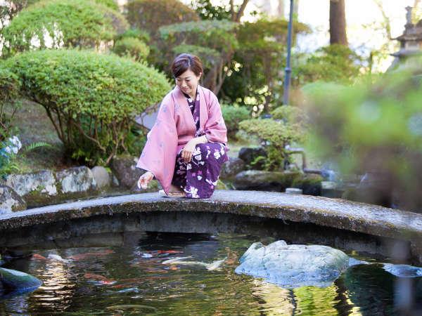 【中庭】すぐ下を流れる鬼怒川へ中庭から降りれます