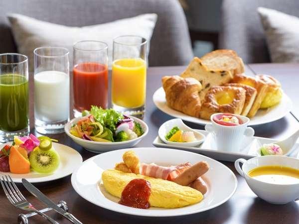 【クラブラウンジ/ご朝食】洋食を中心に、和食や琉球料理も召し上がれるブッフェスタイル