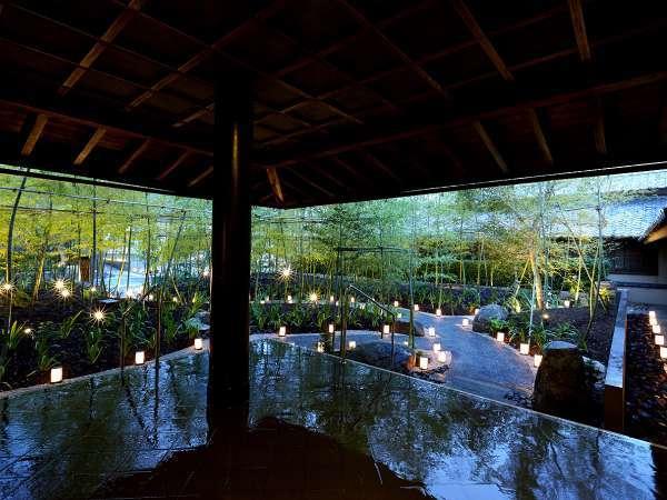 【エントランス】夜には竹の小路がライトアップされ、別の顔を見せてくだれます。それはまるで別世界・・・