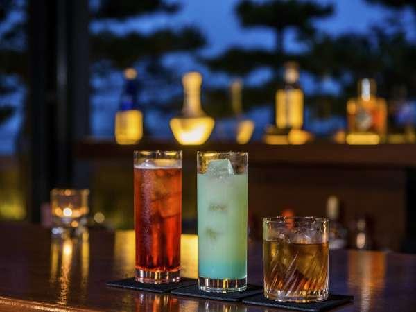 【宿泊特典】好評のSelf Bar 鶴。お食事後まだ飲み足りない方はぜひご利用ください。