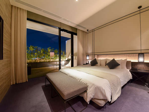 【*ジャグジー付きダブルルーム】一番人気の部屋。クイーンサイズのダブルベッドです。