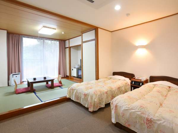 シングルベッド×2台和室4.5帖トイレ付(ウォシュレット)