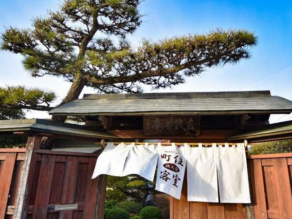 【猿楽庵】ゆったりお過ごしいただける檜風呂付客室を2室ご用意しています。