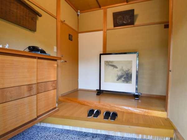 共用玄関を入ると左右に1室ずつお部屋をご用意しております。