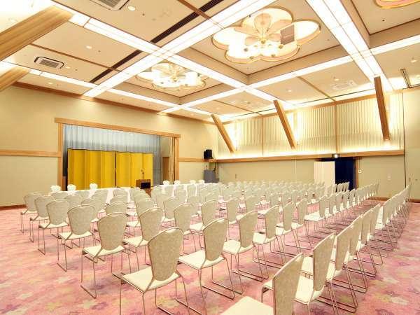 会議や講演会などでもご利用いただけるホール