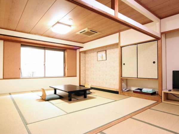 お部屋にお風呂は付いておりませんが、12,5畳+前室5畳で広々としています。
