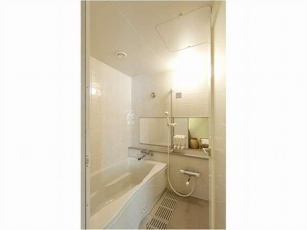 【バスルーム】和室・セミスイートルームのお風呂はトイレとバスが別のセパレートタイプです