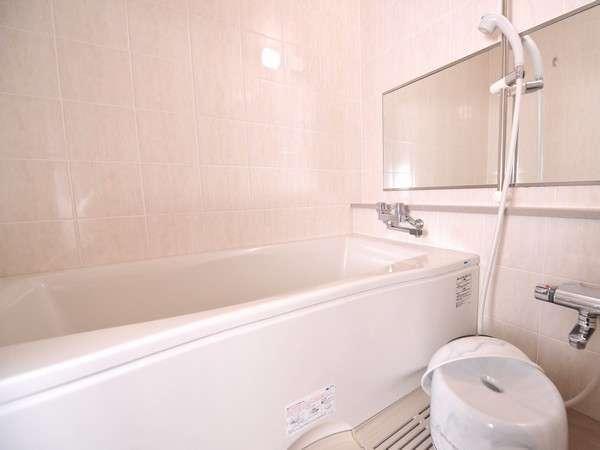 和室のお風呂は家族で入れる大きなお風呂です♪