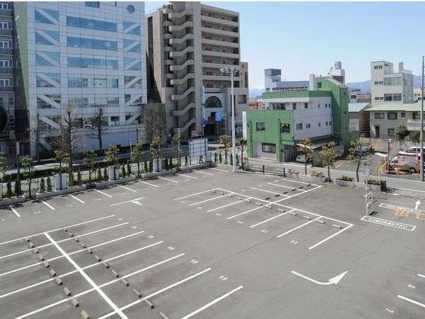 駐車場は平面・立体駐車場合わせて200台完備☆