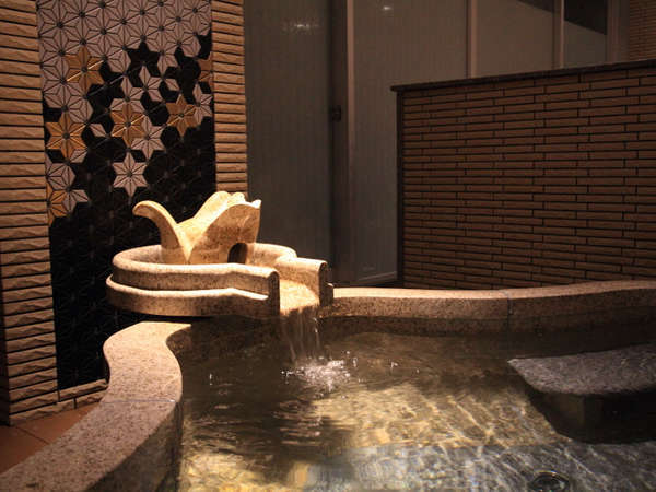 女子展望風呂には別に設けられた「椿オイルの湯」も楽しめる