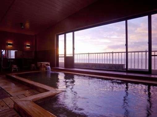 海一望の大浴場。日の出が綺麗に見えます。
