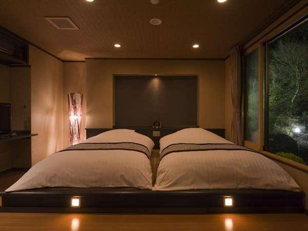 2010年リニューアルの客室ゆったりとしたローベッド