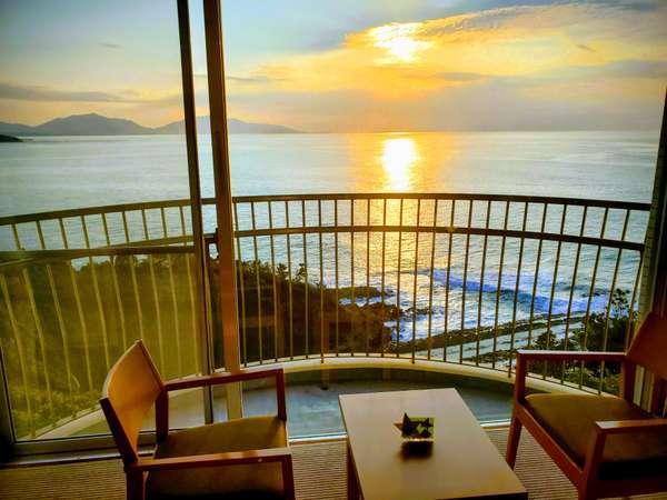 【夕陽側】和室からの夕暮れの景色!眼下に玄界灘が望めます♪【全客室ベランダ付、Wi‐Fi無料】