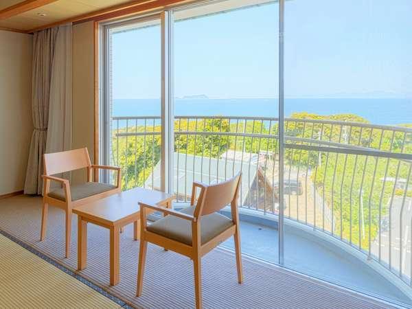 【東側(朝日側)の眺望】やや遠目に見える玄界灘と爽やかな朝日がご覧いただけます。