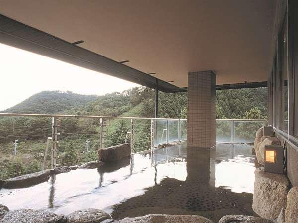 ◆療泉効能抜群の天然温泉。標高369mから伊勢湾を一望するラドンを含んだ「自助の湯」