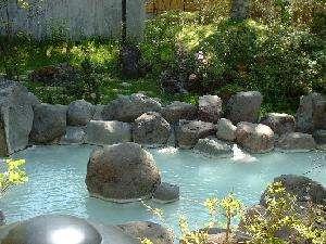 奥日光随一の規模の大露天岩風呂