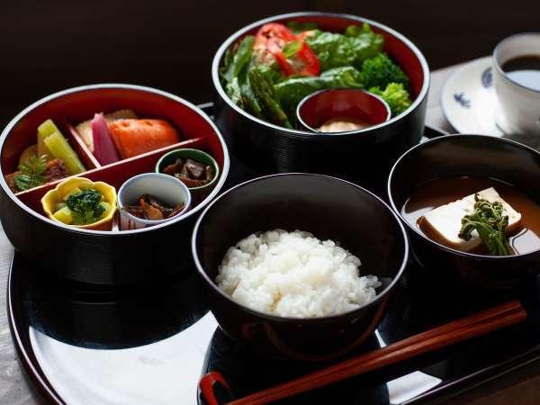 ご朝食は和食の御膳を提供いたします。7:30~9:00