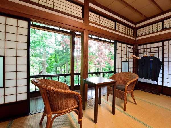 *【10畳+10畳/客室一例】窓からの景色に心が満たされる、癒しのひとときをお過ごしください。