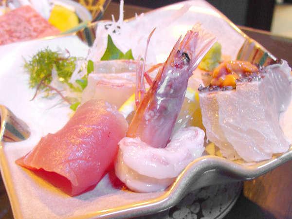 新鮮な海の幸のおつくり。季節によりいろいろなお魚をお楽しみください!