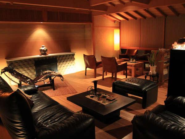 カッシーナの家具が並ぶロビーラウンジ