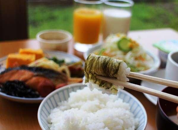 朝食はブッフェ形式でご提供