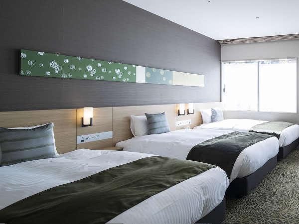 【バリアフリールーム】ゆとりあるワイドシングルベッド3台設置してます