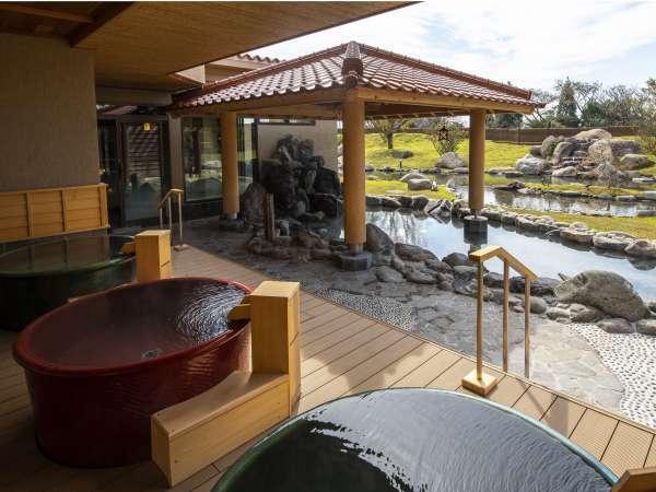 露天風呂からご覧頂ける庭園は格別。朝と夕で違った趣きをお愉しみ下さい。