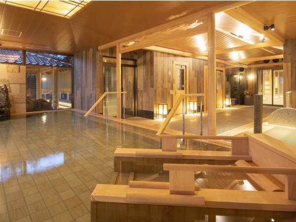 洋館でありながら大浴場と貸切露天風呂は和風の設えに。