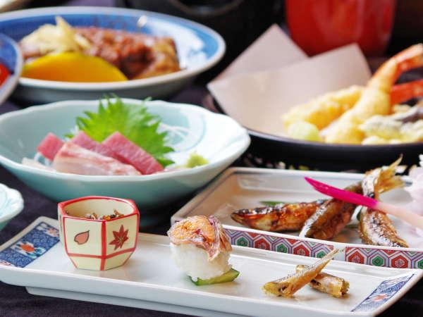 湖魚を使った7~8品の会席料理です。近江の郷土料理をお楽しみください。