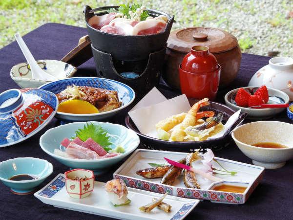 当館イチオシのご夕食は7~8品。琵琶湖ならではの湖魚を使った郷土料理をお出しします。