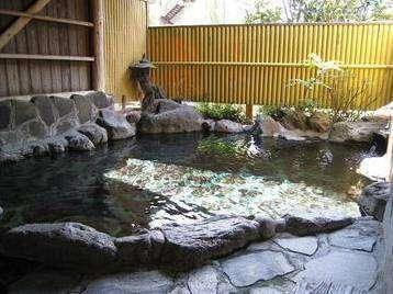 【民宿 たから温泉】四季折々の景色を楽しめるおもてなしの宿