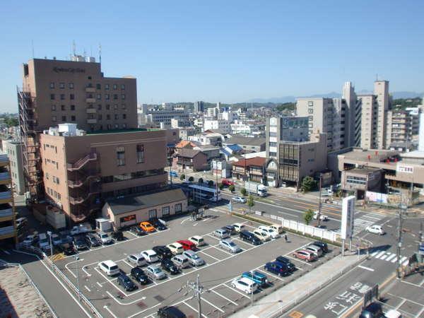 【駐車場】ホテル北側に平面駐車場がございます。ご宿泊のお客様は無料でご駐車頂けます。(先着順)